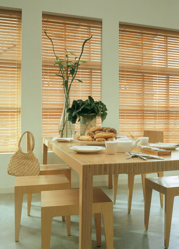 lamellen rollos holz awesome holz lamellen jalousien mit mm breite farbe kirsche holz bambus. Black Bedroom Furniture Sets. Home Design Ideas