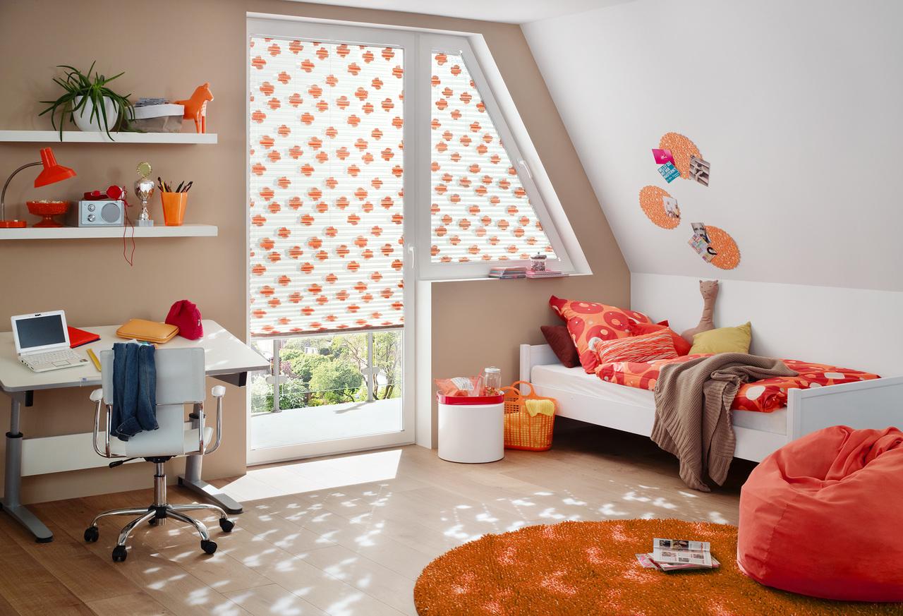 Plissee anlagen und faltstores f hrender marken for Fenster marken