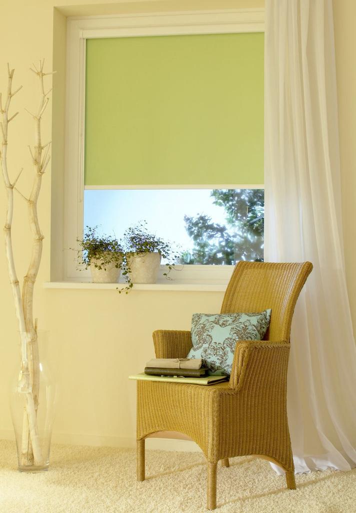 rollos sonnenschutz blendschutz abdunklung und sichtschutz auch f r dachfenster nice. Black Bedroom Furniture Sets. Home Design Ideas
